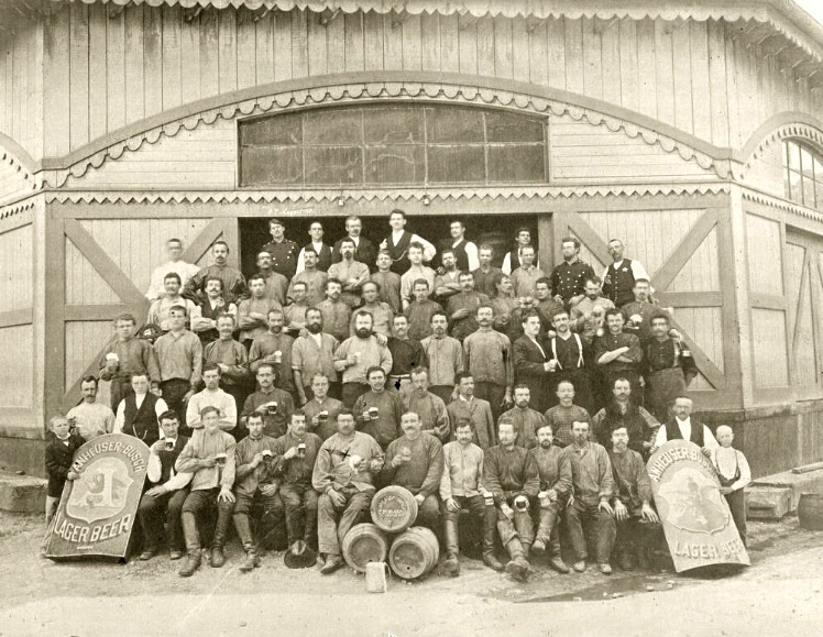 Image of Anheuser-Busch brewery workers gathered together in 1891