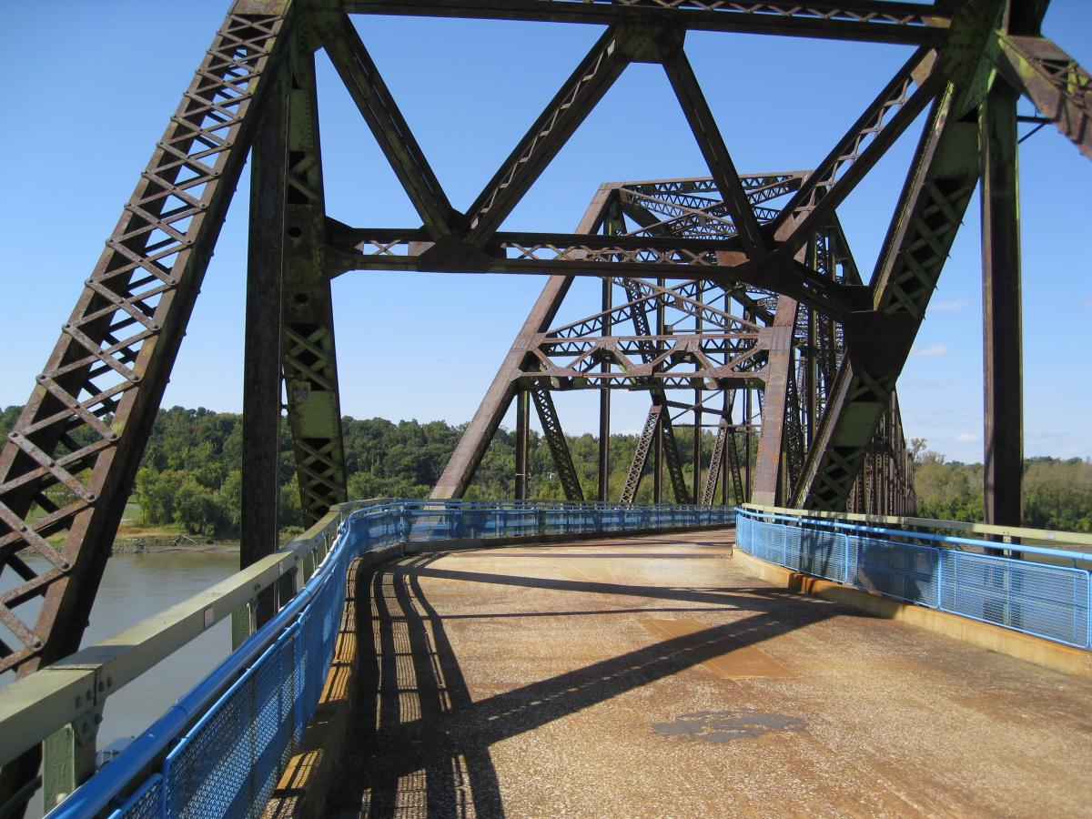 Photo of the bend in the Chain of Rocks Bridge