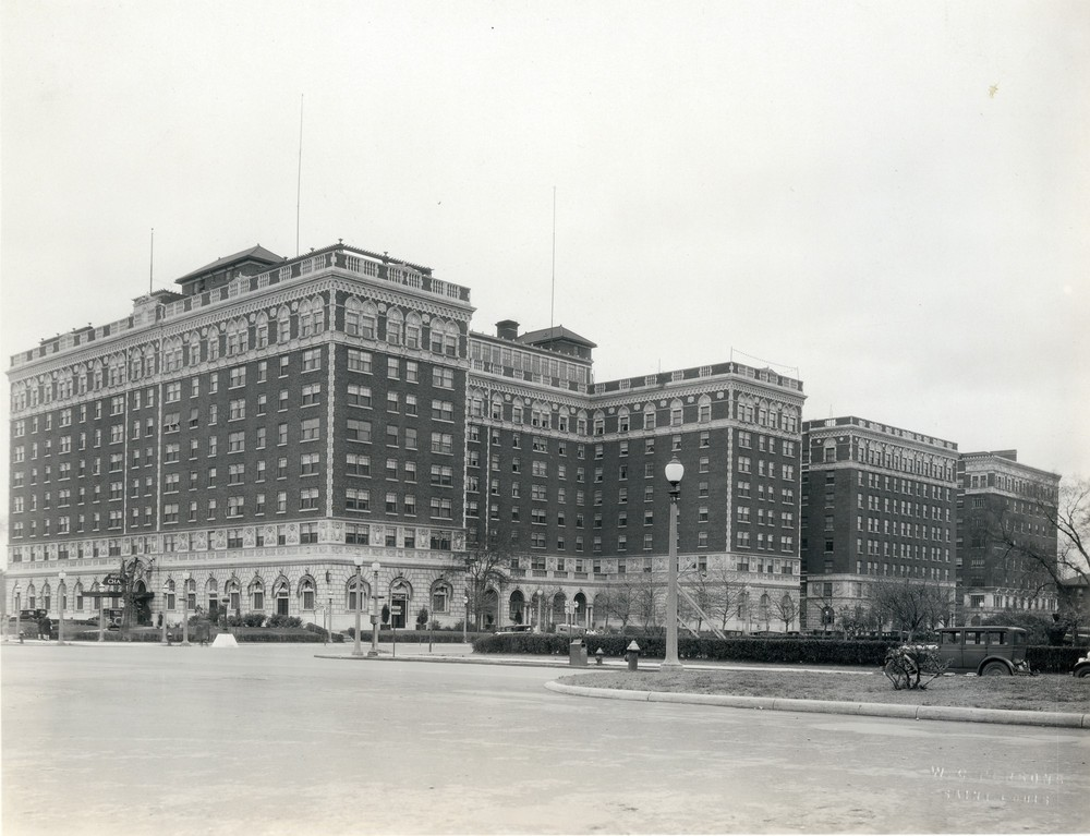 Photo of the Chase Hotel in the 1920s