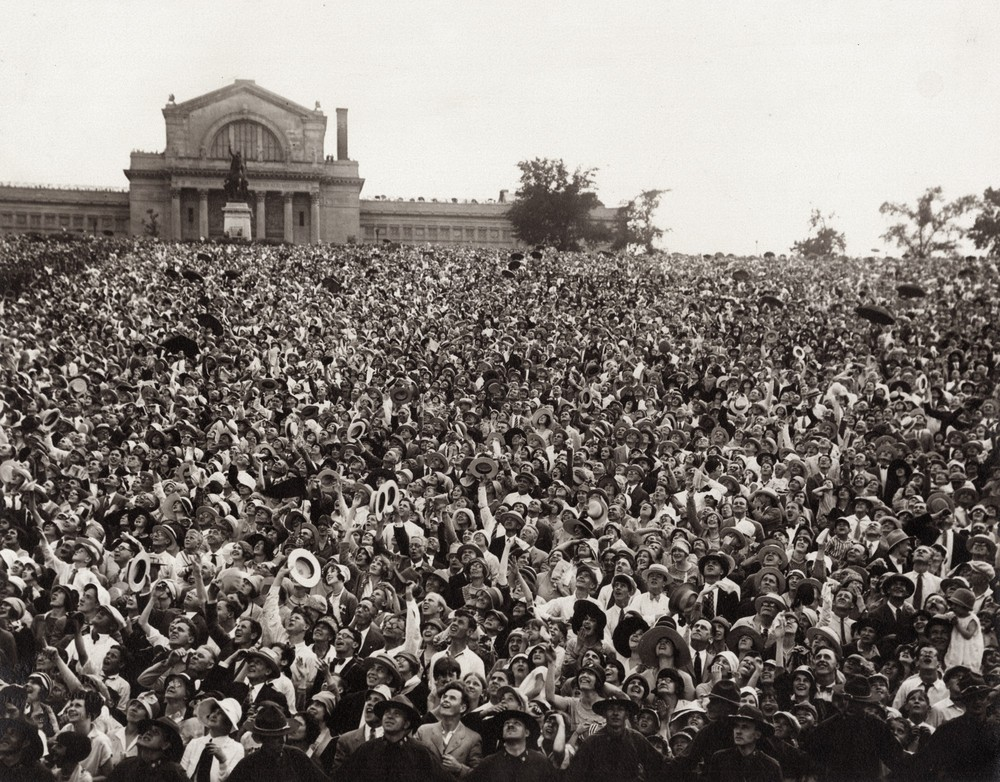 Photo of Lindbergh crowd on Art Hill
