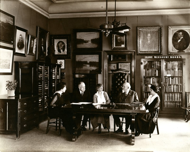Photo of the Missouri Historical Society's executive committee in 1916
