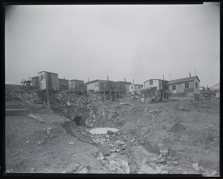 Black-and-white photo of St. Louis's Hooverville