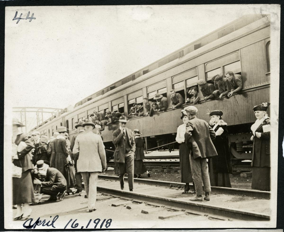 Black-and-white photo of train carrying 138th Regiment soldiers through St. Louis