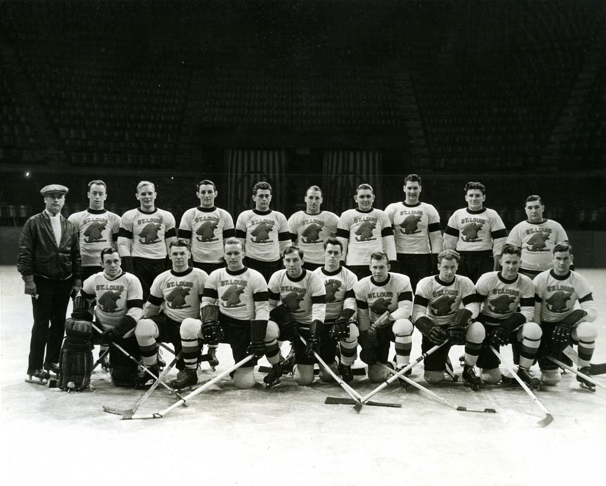 Black-and-white photo of the St. Louis Eagles hockey team