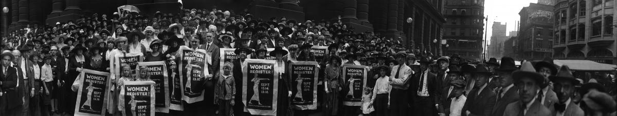 Panoramic photo of a League of Women Voters rally in 1920