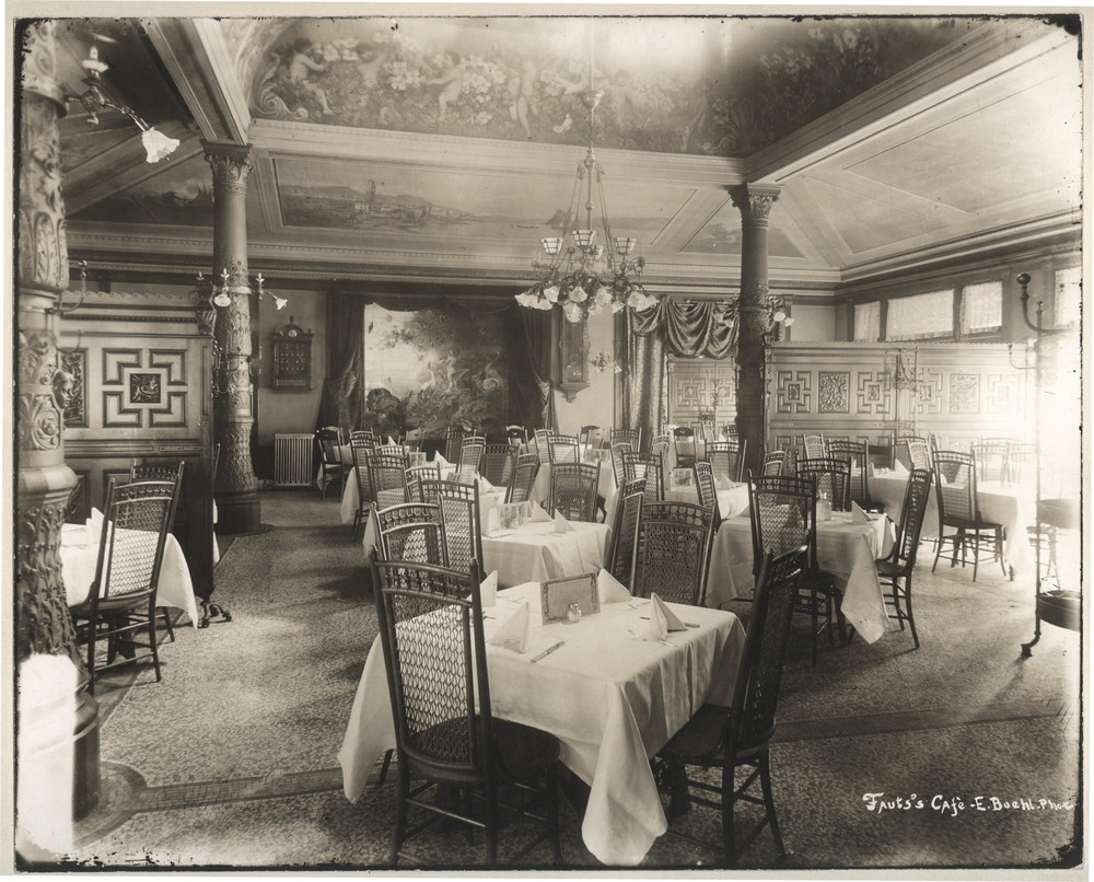 Photo of dining room at Tony Faust's